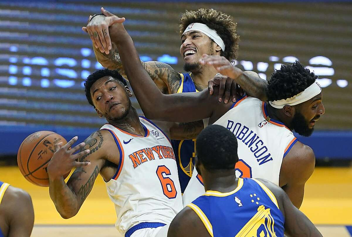 SAN FRANCISCO, CALIFORNIA - JANUARY 21: Kelly Oubre Jr. #12 of the Golden State Warriors battles for a rebound against Elfrid Payton #6 and Mitchell Robinson #23 of the New York Knicks during the first half of an NBA basketball game at Chase Center on January 21, 2021 in San Francisco, California. NOTE TO USER: User expressly acknowledges and agrees that, by downloading and or using this photograph, User is consenting to the terms and conditions of the Getty Images License Agreement. (Photo by Thearon W. Henderson/Getty Images) *** BESTPIX ***