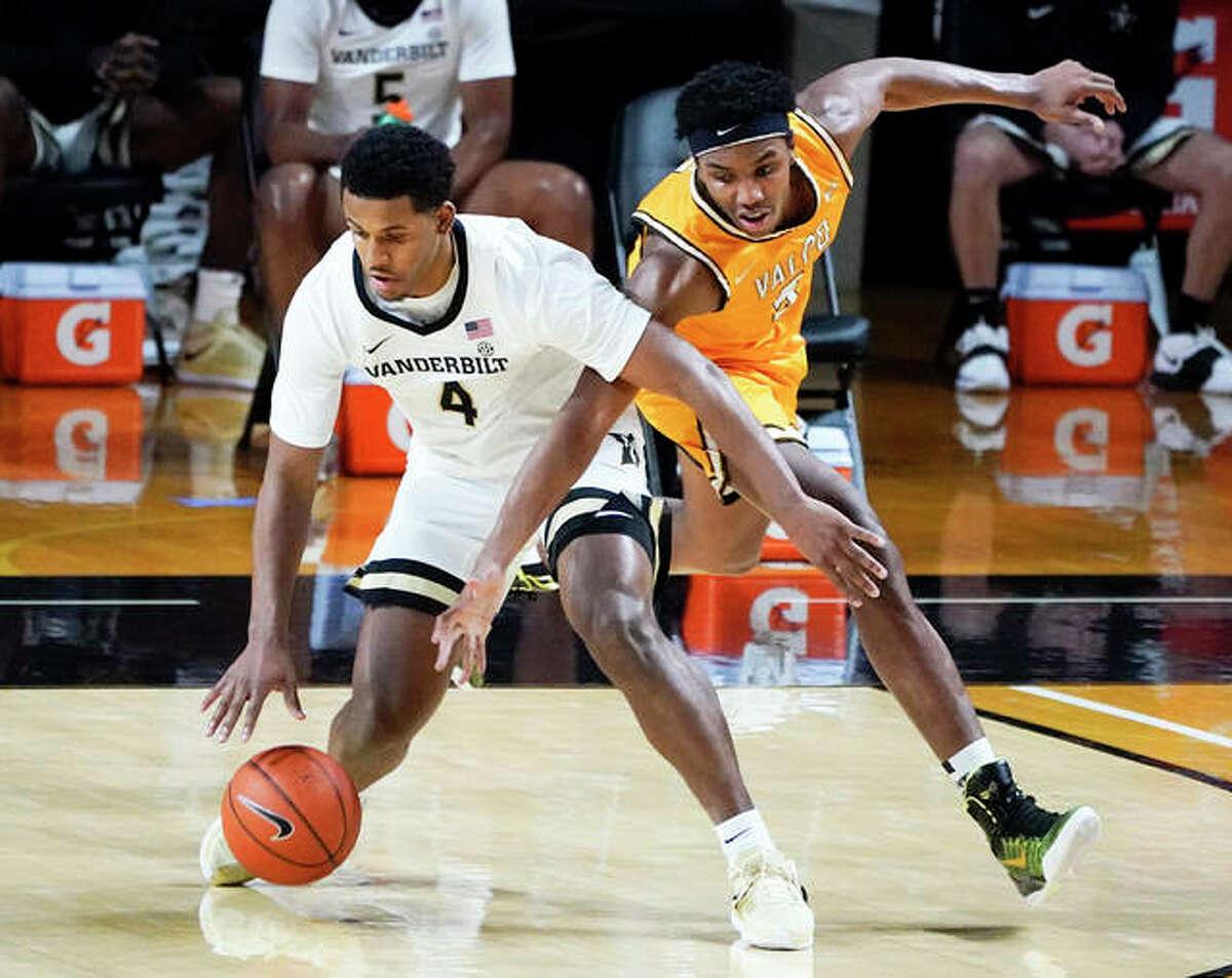 Valparaiso's Donovan Clay, a sophomore from Alton, pressures Vanderbilt's Jordan Wright (4) during a college men's basketball game Nov. 27 in Nashville, Tenn.