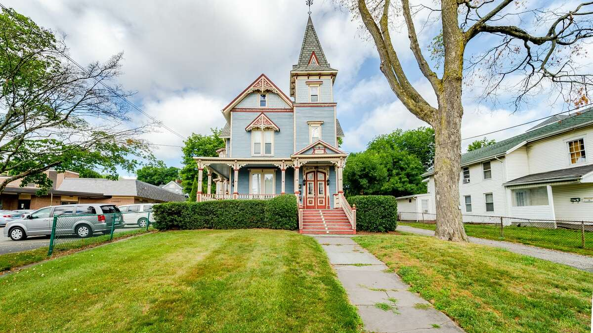 Queen Anne-style Victorian house at 404 Main Street, Danbury.