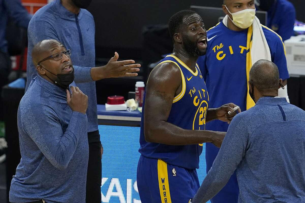 Golden State Warriors forward Draymond Green (23) and assistant coach Mike Brown, left, react after Green was ejected during the first half of an NBA basketball game against the New York Knicks in San Francisco, Thursday, Jan. 21, 2021. (AP Photo/Jeff Chiu)