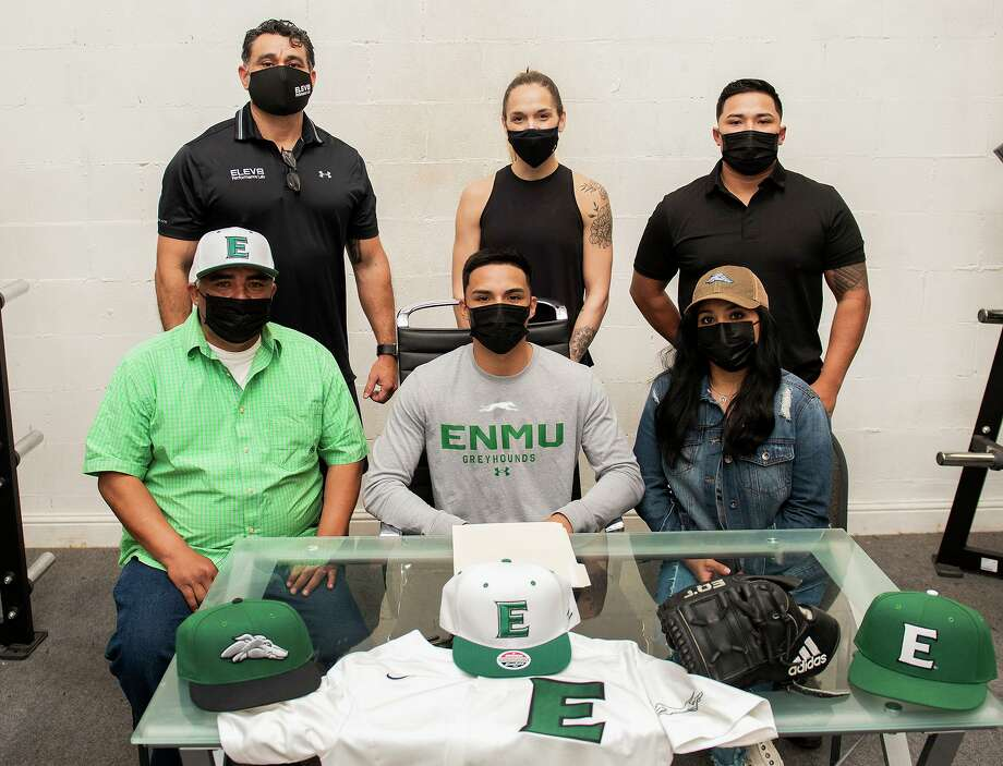 Juan Milera, bottom center, signed with Eastern New Mexico on Thursday to continue his baseball career. Photo: Danny Zaragoza /Laredo Morning Times