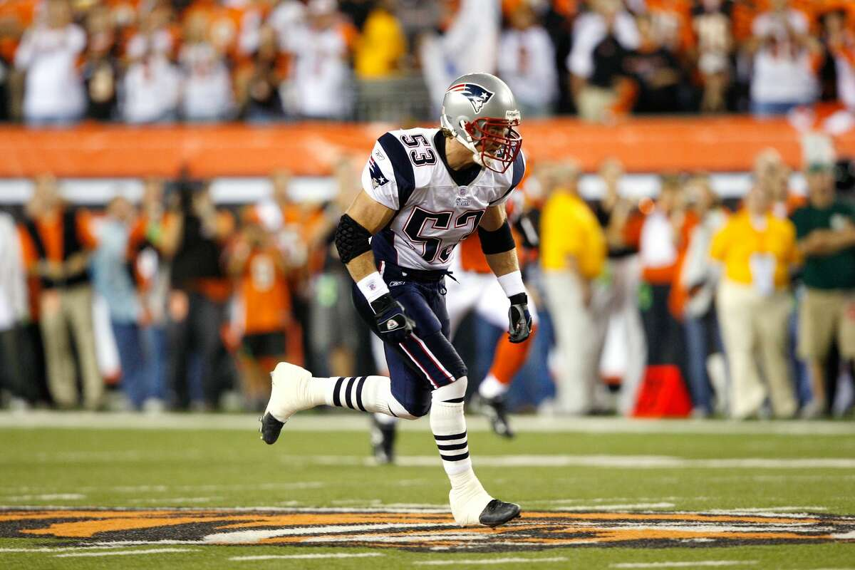 CINCINNATI - OCTOBER 1: Larry Izzo #53 of the New England Patriots runs down the field on kick coverage against the Cincinnati Bengals on October 1, 2007 at Paul Brown Stadium in Cincinnati, Ohio. The Patriots defeated the Bengals 34-13. (Photo by Joe Robbins/Getty Images)