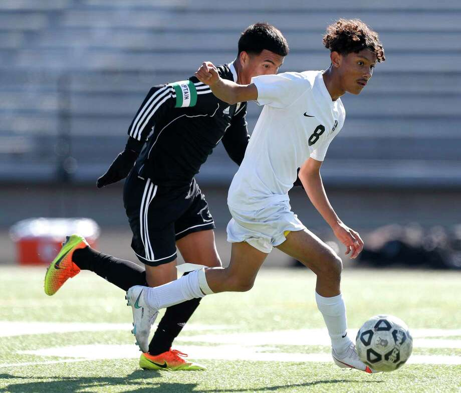 Conroe's Alexsis Lopez (8), shown here earlier this month against Houston Sharpstown, scored two goals against C.E. King on Friday. Photo: Jason Fochtman, Houston Chronicle / Staff Photographer / 2021 © Houston Chronicle