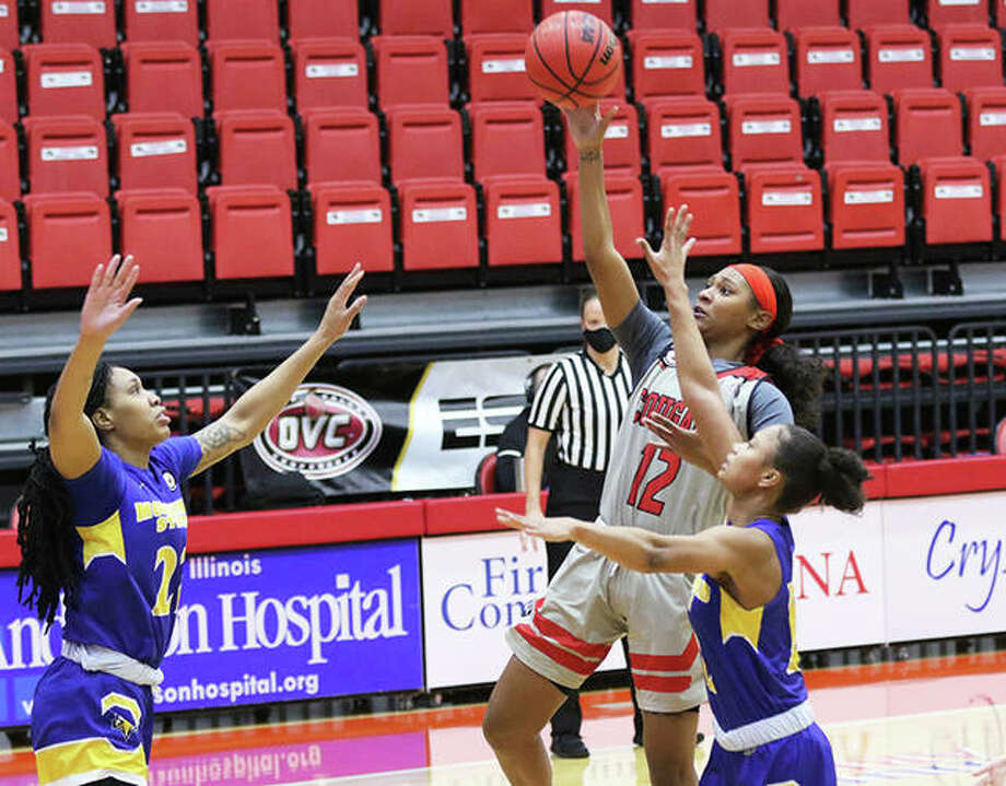SIUE's Mikayla Kinnard (12), shown putting up a runner between two Morehead State defenders in a Jan. 16 game at First Community Arena in Edwardsville, scored a team-high 17 points Saturday afternoon in the Cougars' OVC loss to Belmont in Nashville, Tenn. Photo: Greg Shashack / The Telegraph