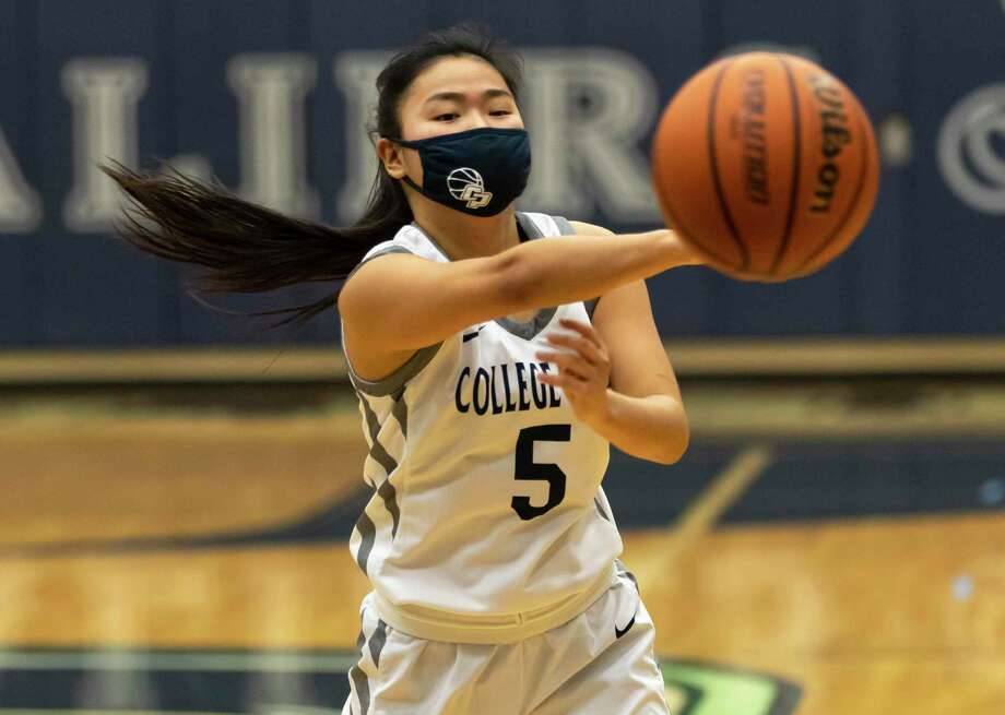FILE PHOTO — College Park shooting guard Mia Olguin (5) passes the ball during the third quarter of a District 13-6A girls basketball game against Conroe at College Park High School, Saturday, Jan. 16, 2021, in The Woodlands. Photo: Gustavo Huerta, Houston Chronicle / Staff Photographer / 2020 © Houston Chronicle