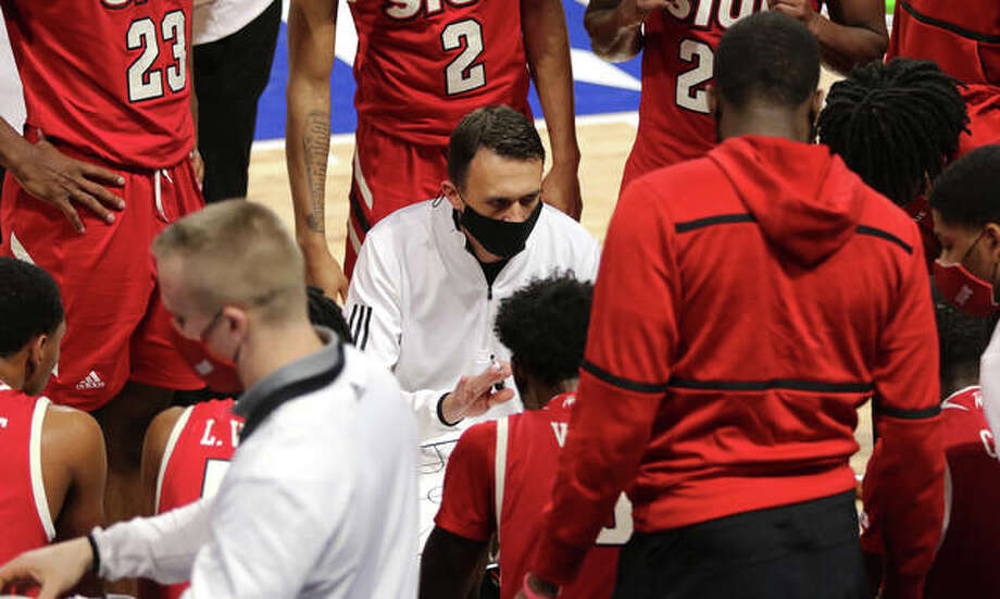 SIUE coach Brian Barone talks to his team during a timeout earlier this season. Photo: Greg Shashack Hearst Illinois