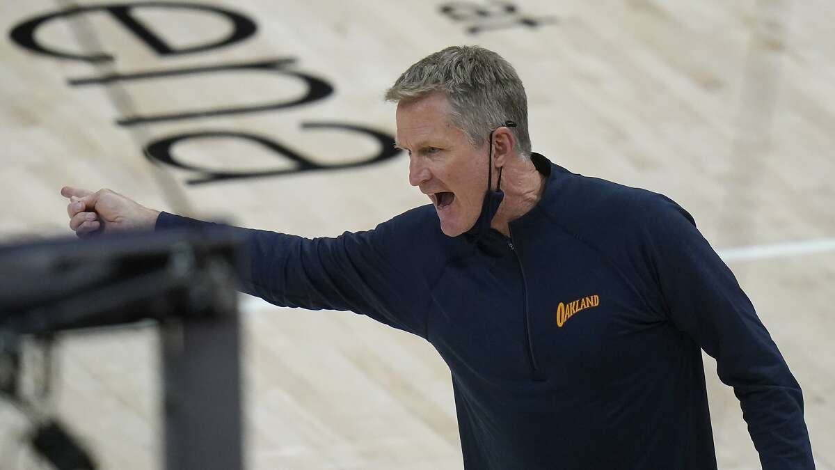 Steve Kerr has his say with an official in the second half. What the head coach says could soon lead to lineup changes.
