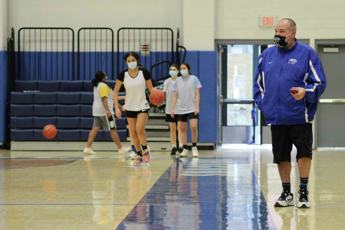 Middletown girls basketball coach Rob Smernoff at Friday's practice.