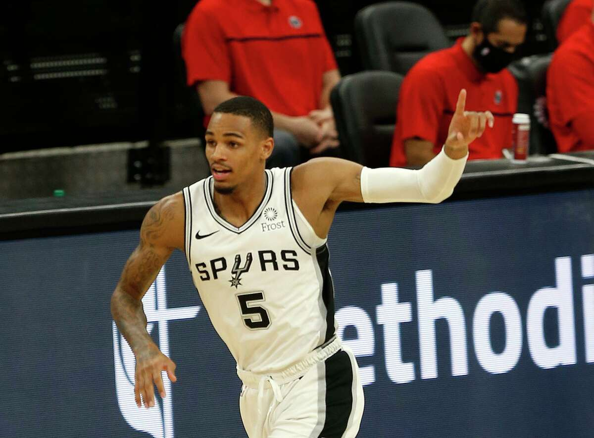 Dejounte Murray #5 of the San Antonio Spurs acknowledges teammates after hitting a three. Wizards v Spurs at AT&T Center on Sunday, Jan. 24, 2021