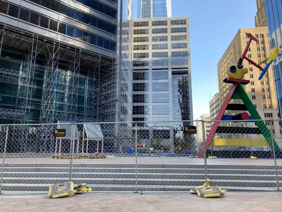 Renovations are under way to the lobby and plaza at 600 Travis. Building owners Hines and Cerberus Capital Management hired HOK for the project, which will bring an urban garden with a variety of seating areas to an underutilized plaza.