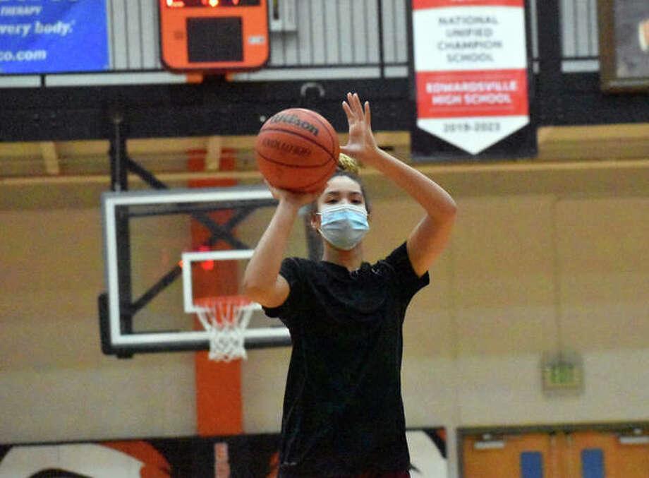 Edwardsville junior Sydney Harris puts up a shot during a practice Monday inside Lucco-Jackson Gymnasium. Photo: Matt Kamp|The Intelligencer