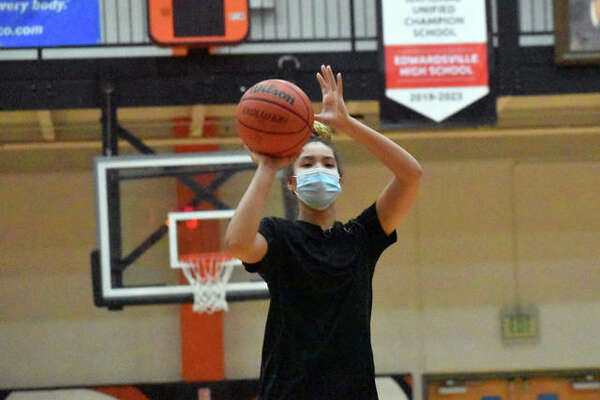 Edwardsville junior Sydney Harris puts up a shot during a practice Monday inside Lucco-Jackson Gymnasium.
