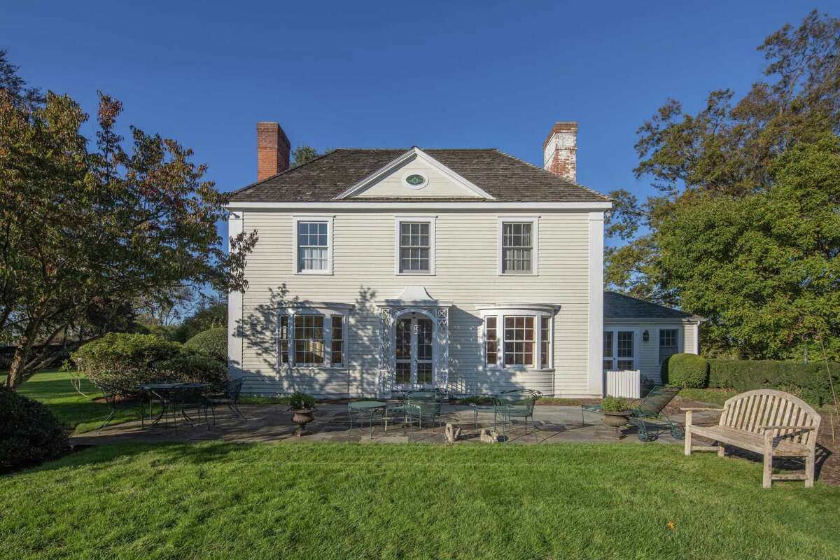 The Georgian colonial house at 1125 Sasco Hill Road, Fairfield is a replica of the historic America's Little House. The timeless Georgian colonial house was probably built from a complete set of blueprints that could be purchased for $35 back then from Better Homes in America so anyone could erect