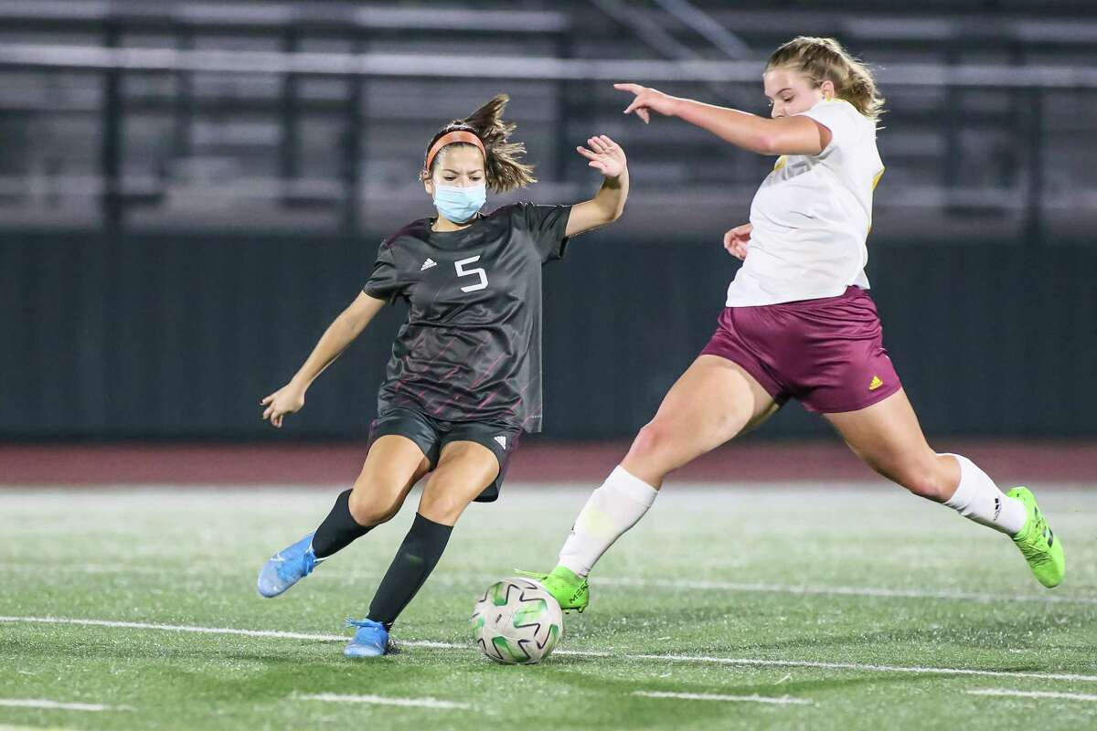 Senior Zoe Valle (5) hopes to lead a young Pearland Lady Oiler soccer team into the playoffs this season.