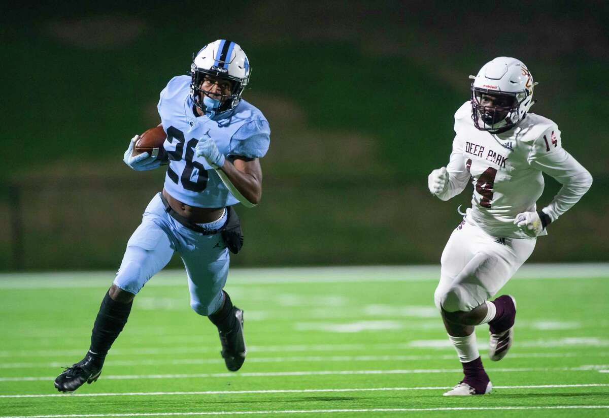 Paetow running back Damon Bankston runs for a long touchdown during the first half of a game between Deer Park High School and Paetow High School on Thursday, Dec. 3, 2020, at Rhodes Stadium in Katy.