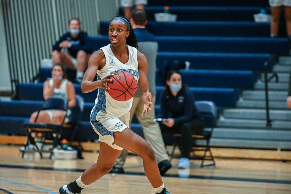 Northwood's Jayla Strickland dribbles down the court during a game against SVSU Tuesday, Jan. 26, 2021 at Northwood. (Adam Ferman/for the Daily News)