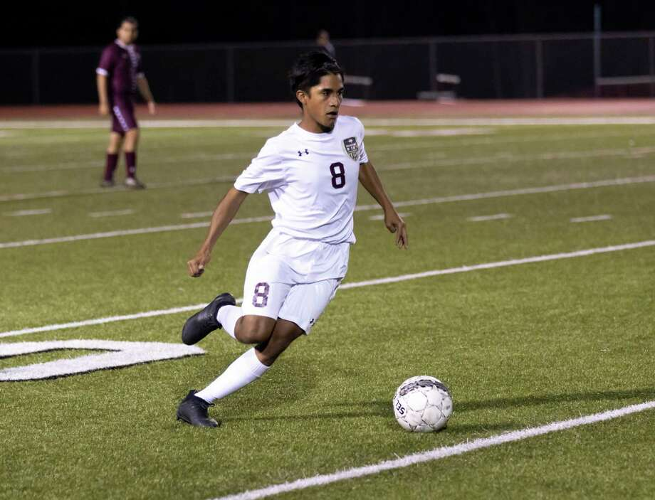 FILE PHOTO — Magnolia West midfielder Yovany Portillo (8) drives the ball down the field during the first half against Magnolia High School in a District 19-5A boys soccer game on Tuesday, March 3, 2020. Photo: Gustavo Huerta, Houston Chronicle / Staff Photographer / Houston Chronicle © 2020