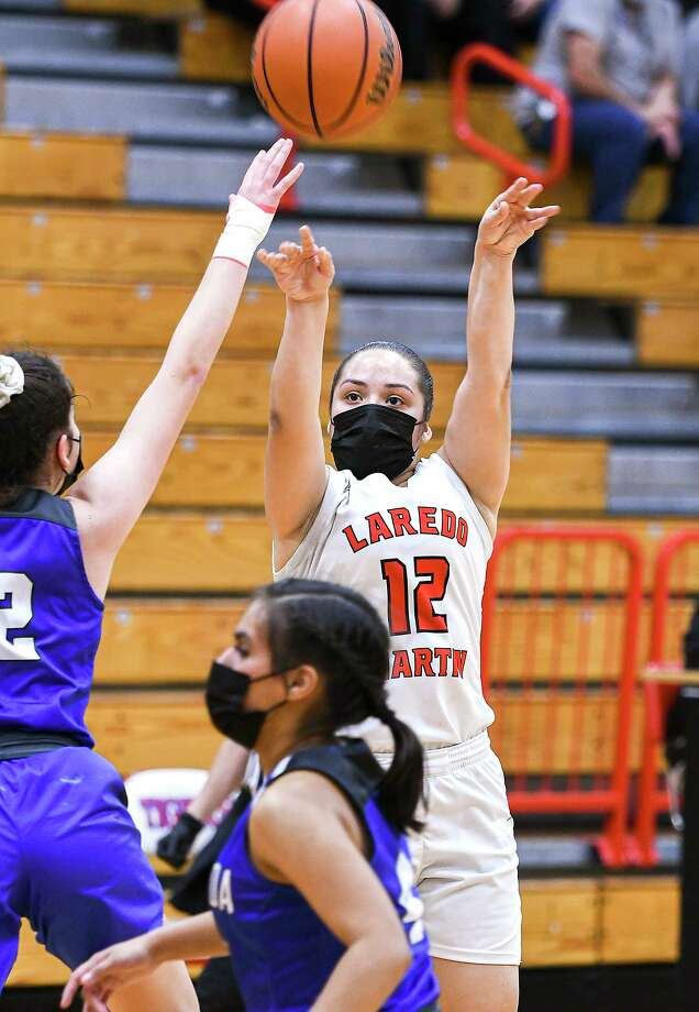 Jari Garcia scored a game-high 15 points Tuesday in Martin's 40-37 victory at home over Cigarroa. Photo: Danny Zaragoza /Laredo Morning Times