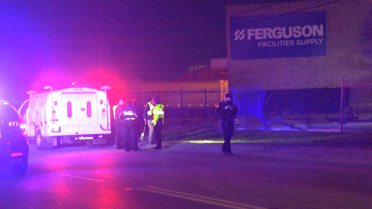 San Antonio police believe speed may have been a factor in a fatal motorcycle crash early Wednesday morning.