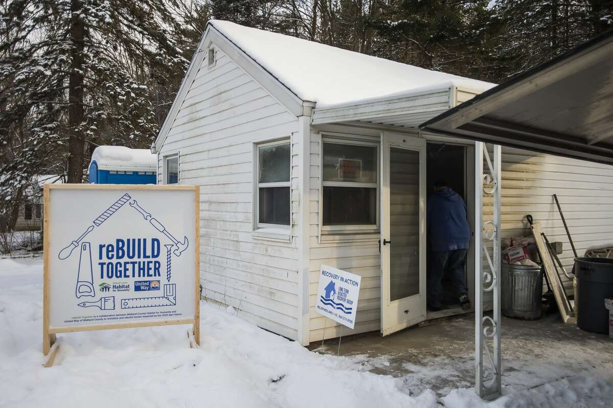 Work continues on a home for the reBuild Together project through a partnership between Midland County Habitat for Humanity and United Way of Midland County Wednesday, Jan. 27, 2021 in Midland. (Katy Kildee/kkildee@mdn.net)
