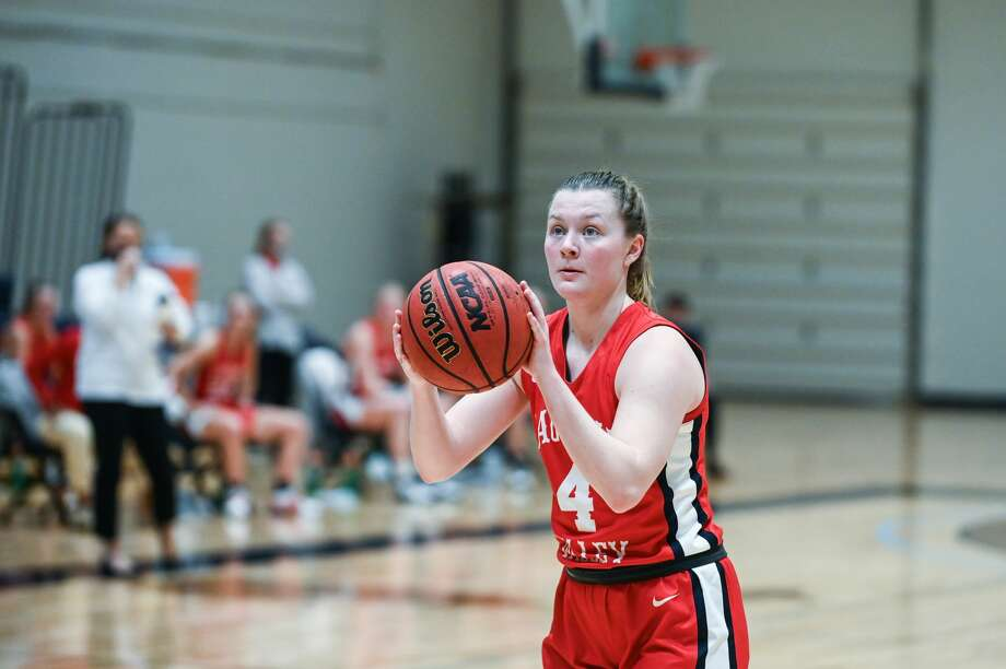 SVSU's Maddie Barrie prepares to shoot a free throw during Tuesday's game against Northwood, Jan. 26, 2021. Photo: Adam Ferman/for The Daily News