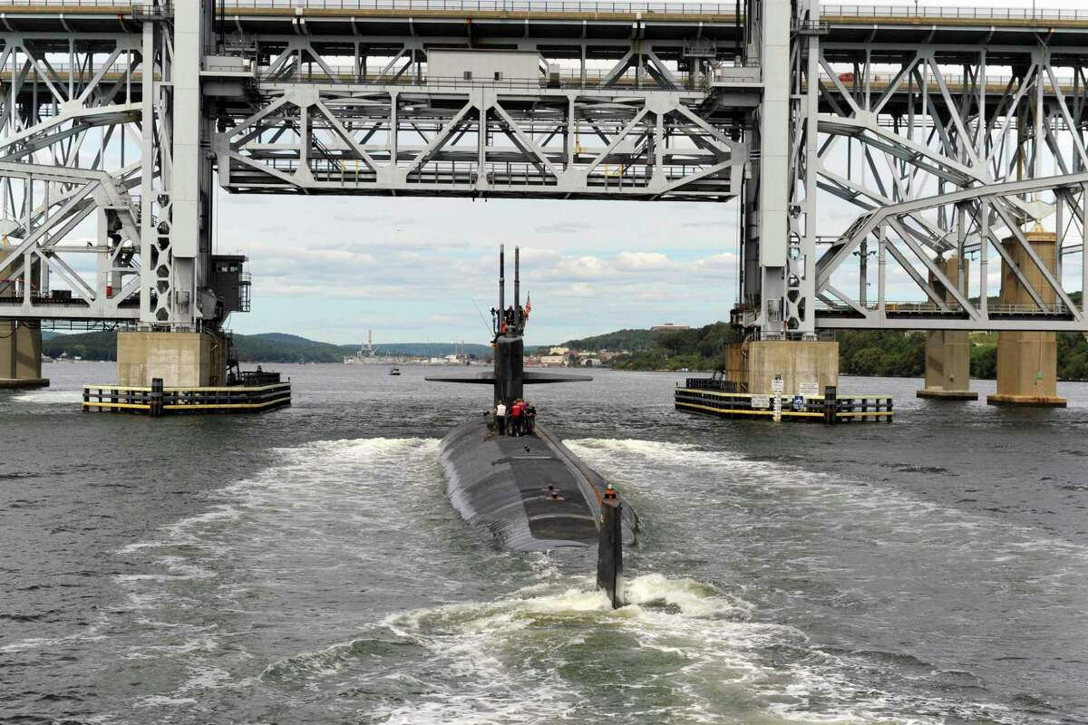 The Los Angeles-class submarine USS Newport News cruises up the Thames River in August 2020 past Electric Boat, en route to the Naval Submarine Base New London in Groton, Conn. (U.S. Navy file photo by Petty Officer 2nd Class Tristan Lotz)