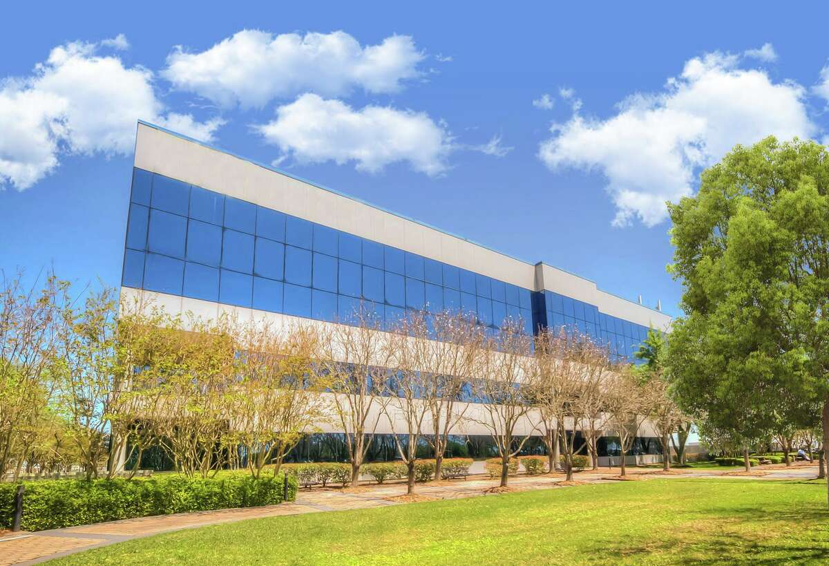 Hargrove Engineers + Constructors leased 18,900 square feet at 12000 Aerospace Ave. The building is owned by Gemini Rosemont Commercial Real Estate.