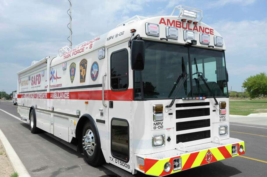 An Ambulance Bus is pictured from the San Antonio Fire Department in 2012. Webb County is discussing possibly purchasing an AMBUS of its own, which could hold up to 22 non-critical patients in the event of a mass casualty incident. Photo: Billy Calzada /San Antonio Express-News File / © San Antonio Express-News