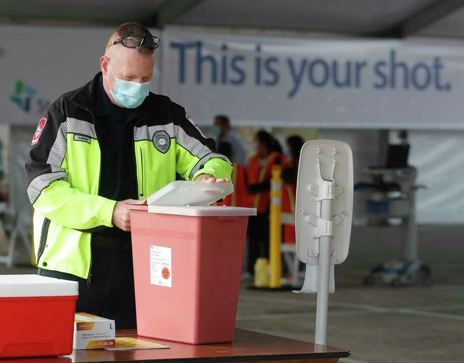 Rex Morris, a paramedic with the Montgomery County Hospital District, prepares his station at Montgomery County's second mass COVID-19 vaccination site at CHI St. Luke's Health - The Woodlands Hospital, Tuesday, Jan. 26, 2021, in The Woodlands. Photo: Jason Fochtman, Houston Chronicle / Staff Photographer / 2021 © Houston Chronicle