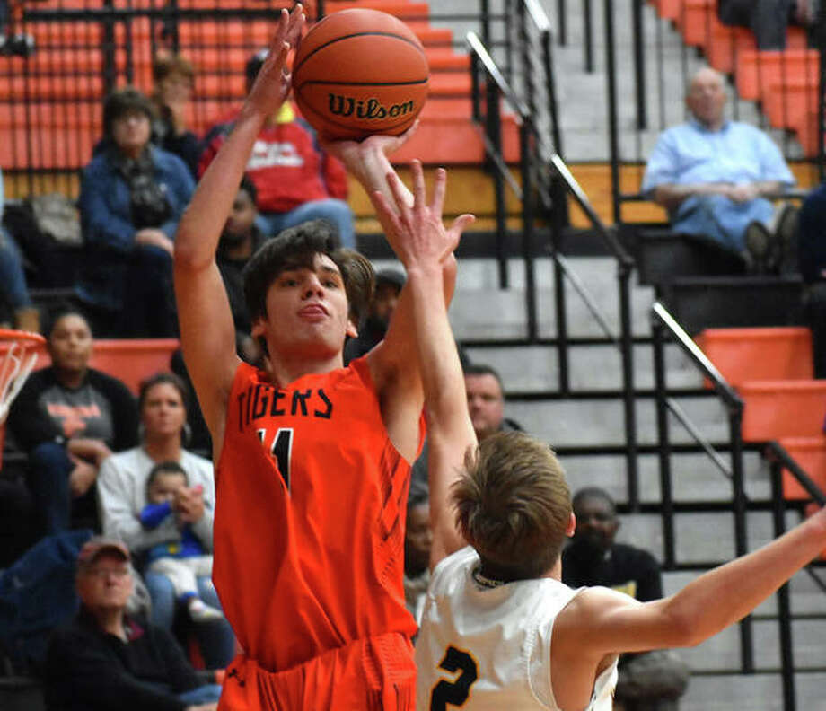 Edwardsville's Brennan Weller puts up a shot from the corner during the Class 4A Edwardsville Regional championship game against O'Fallon last season. Photo: Matt Kamp|The Intelligencer
