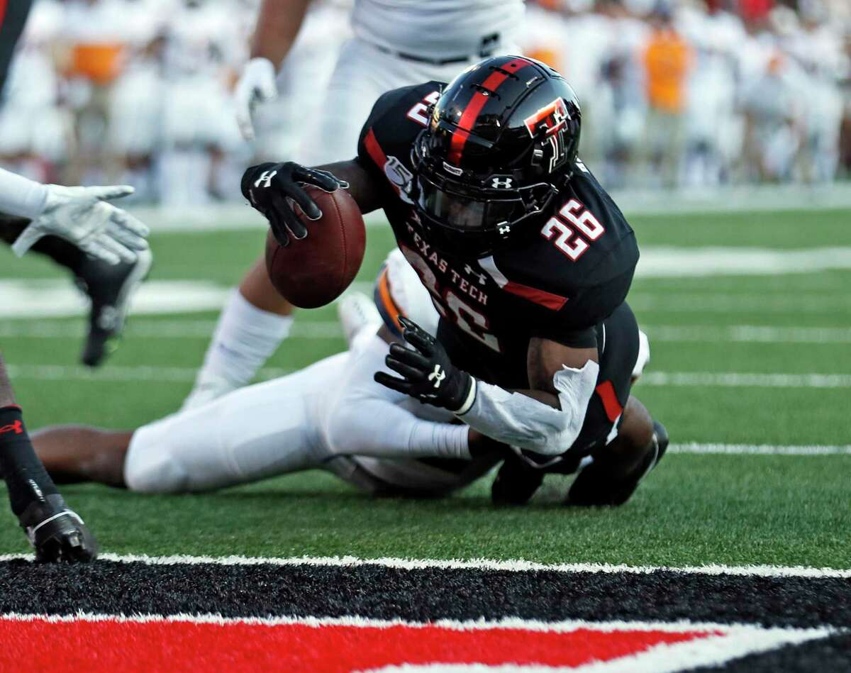 Ta'Zhawn Henry, scoring against UTEP in 2019, is expected to contribute for UH in 2021 after transferrring from Texas Tech.