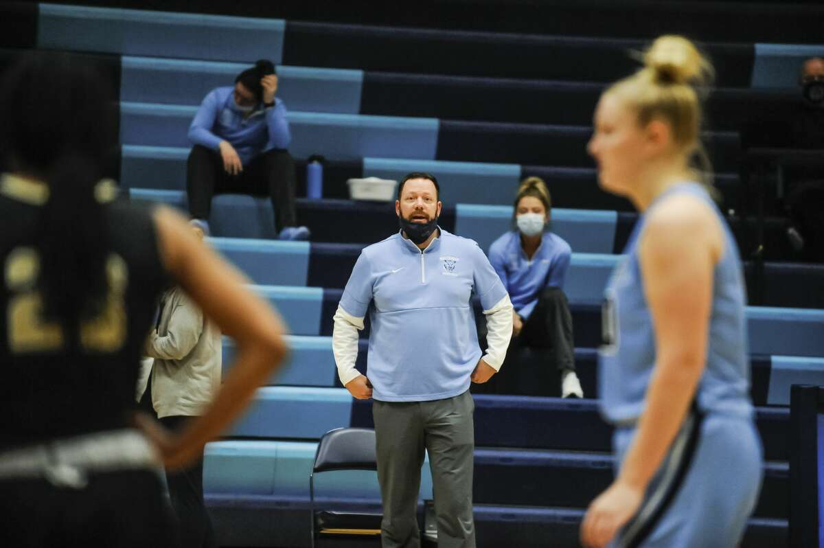 Northwood head coach Jeff Curtis talks to his players during a game against Purdue Northwest Friday, Jan. 29, 2021 at Northwood University. (Adam Ferman/for the Daily News)