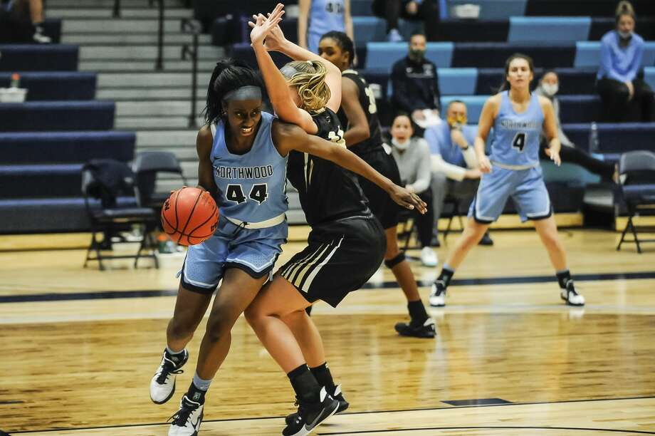 Northwood's Jayla Strickland drives to the basket during a game against Purdue Northwest Friday, Jan. 29, 2021 at Northwood University. (Adam Ferman/for the Daily News) Photo: (Adam Ferman/for The Daily News) / ADAM FERMAN