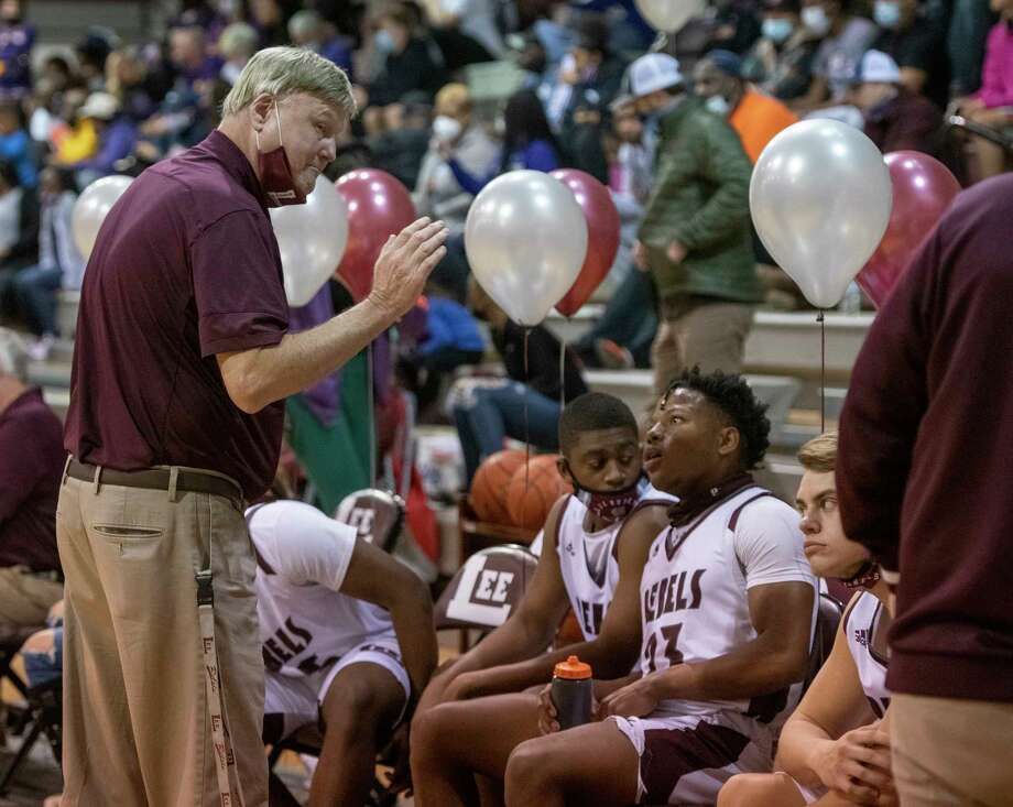 Lee High Coach Doug Gordon talks with his players as they battle Midland High 01/29/2021 at the Lee High gym. Tim Fischer/Reporter-Telegram Photo: Tim Fischer, Midland Reporter-Telegram