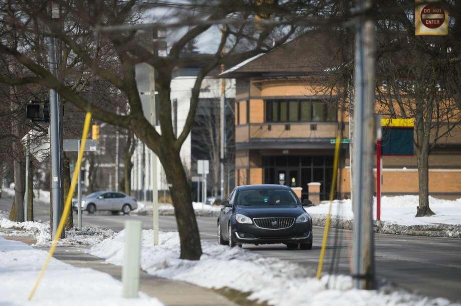 Vehicles drive down Buttles Street Saturday, Jan. 30, 2021 in Midland. (Katy Kildee/kkildee@mdn.net) Photo: (Katy Kildee/kkildee@mdn.net)