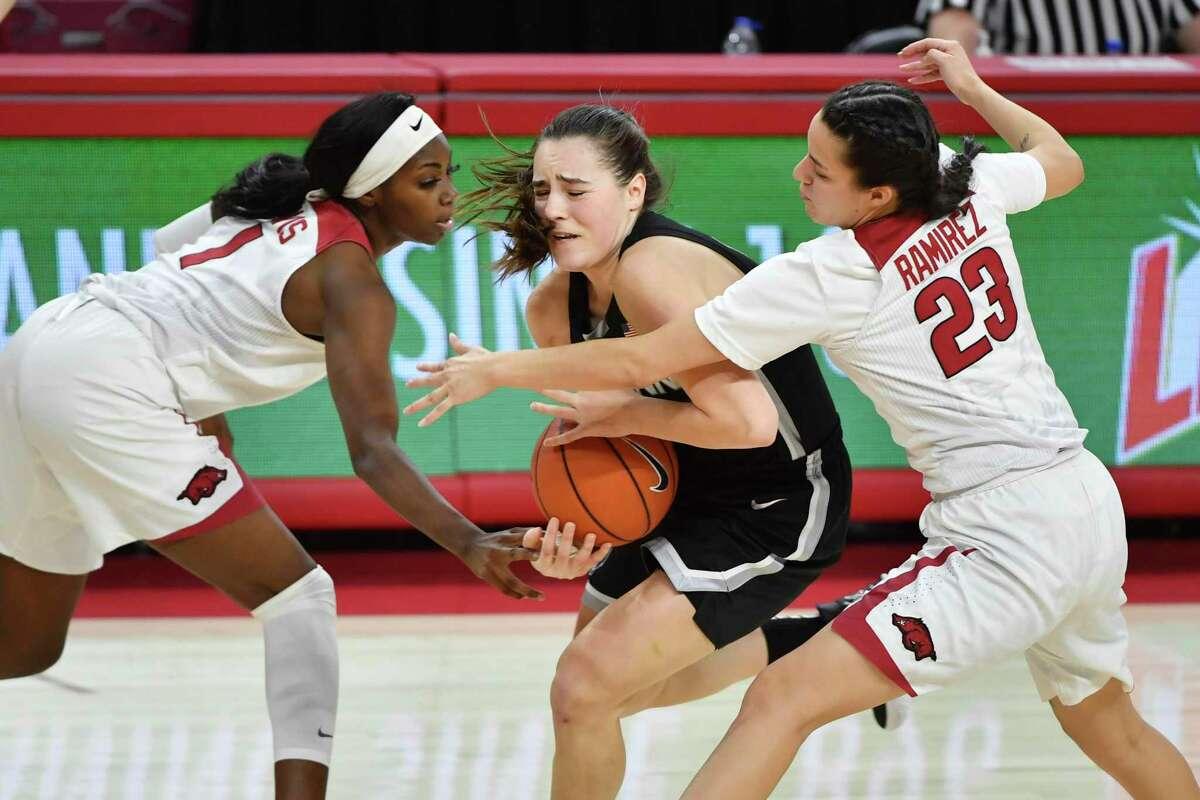 UConn guard Nika Muehl tries to get past Arkansas defenders Marquesha Davis and Amber Ramirez (23) on Thursday.