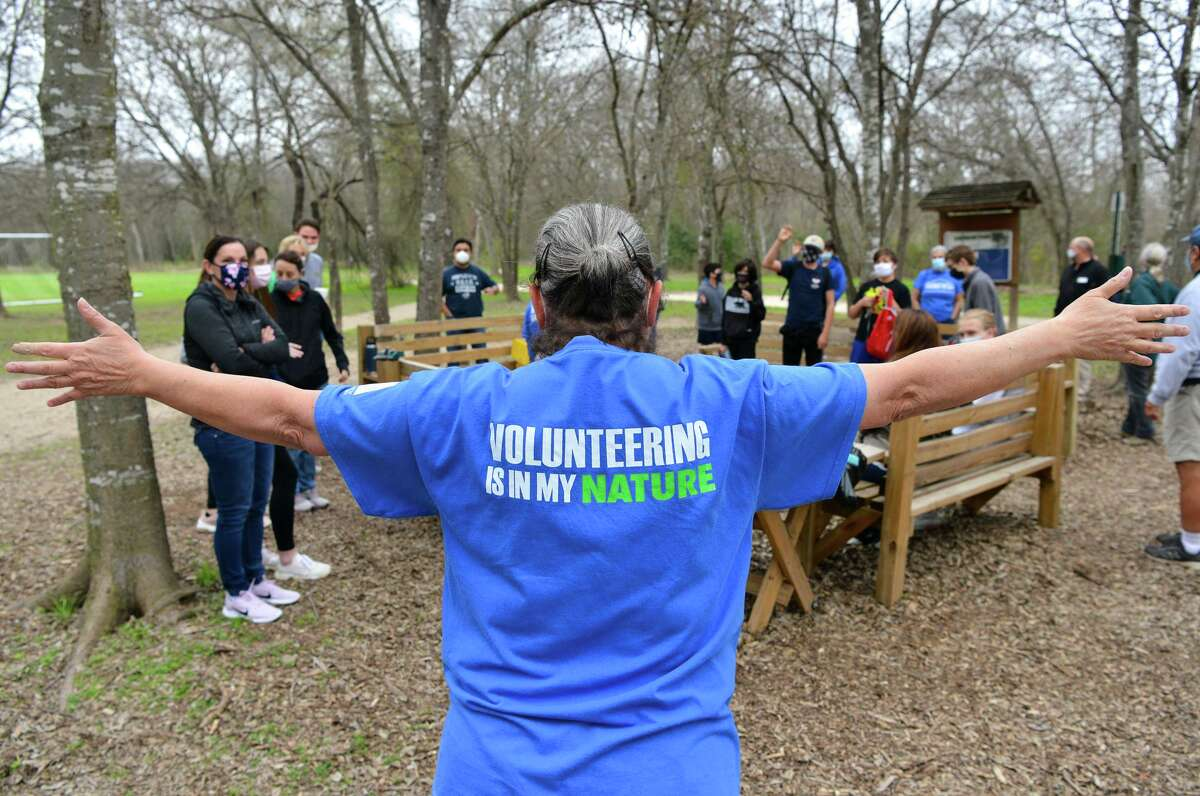 Headwaters at Incarnate Word Executive Director Pamela Ball welcomes volunteers during a workshop for residents to connect with nature and learn more about environmental conservation. The workshop took place at the Headwaters at Incarnate Word Saturday morning.