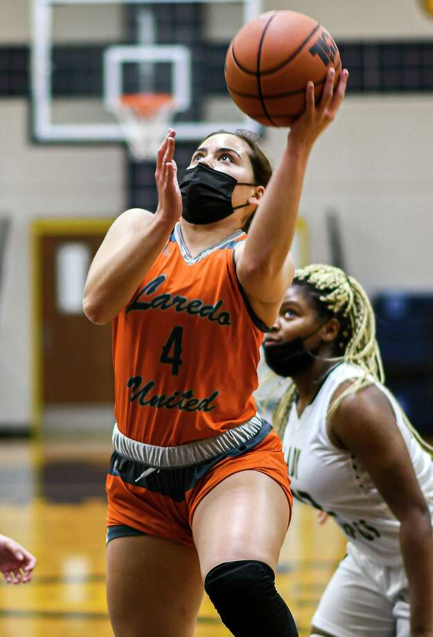 Evelyn Quiroz scored 37 points to lead United to a win over Alexander. Photo: Danny Zaragoza /Laredo Morning Times