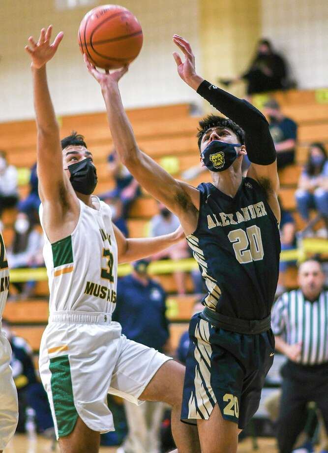 Jacob Ramirez scored 19 points as Alexander extended its win streak to six thanks to a win over Nixon Saturday. Photo: Danny Zaragoza /Laredo Morning Times