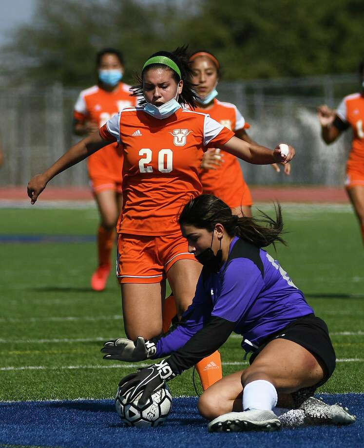 The United girls' soccer team opened its season with a win over United South. Photo: Danny Zaragoza /Laredo Morning Times