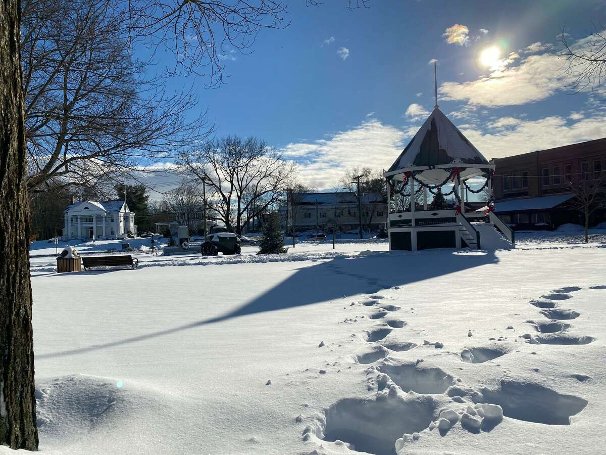 A heavy snowstorm is expected to arrive Monday in New Milford