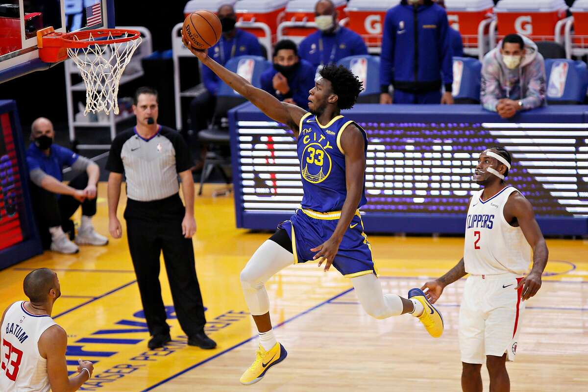 The Warriors' James Wiseman splits the Clippers' Nicolas Batum and Kawhi Leonard for a layup at Chase Center on Jan. 8.