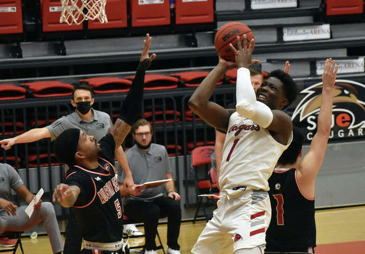 SIUE junior guard Mike Adewunmi pulls up for a shot inside the paint in the second half against Austin Peay State University.