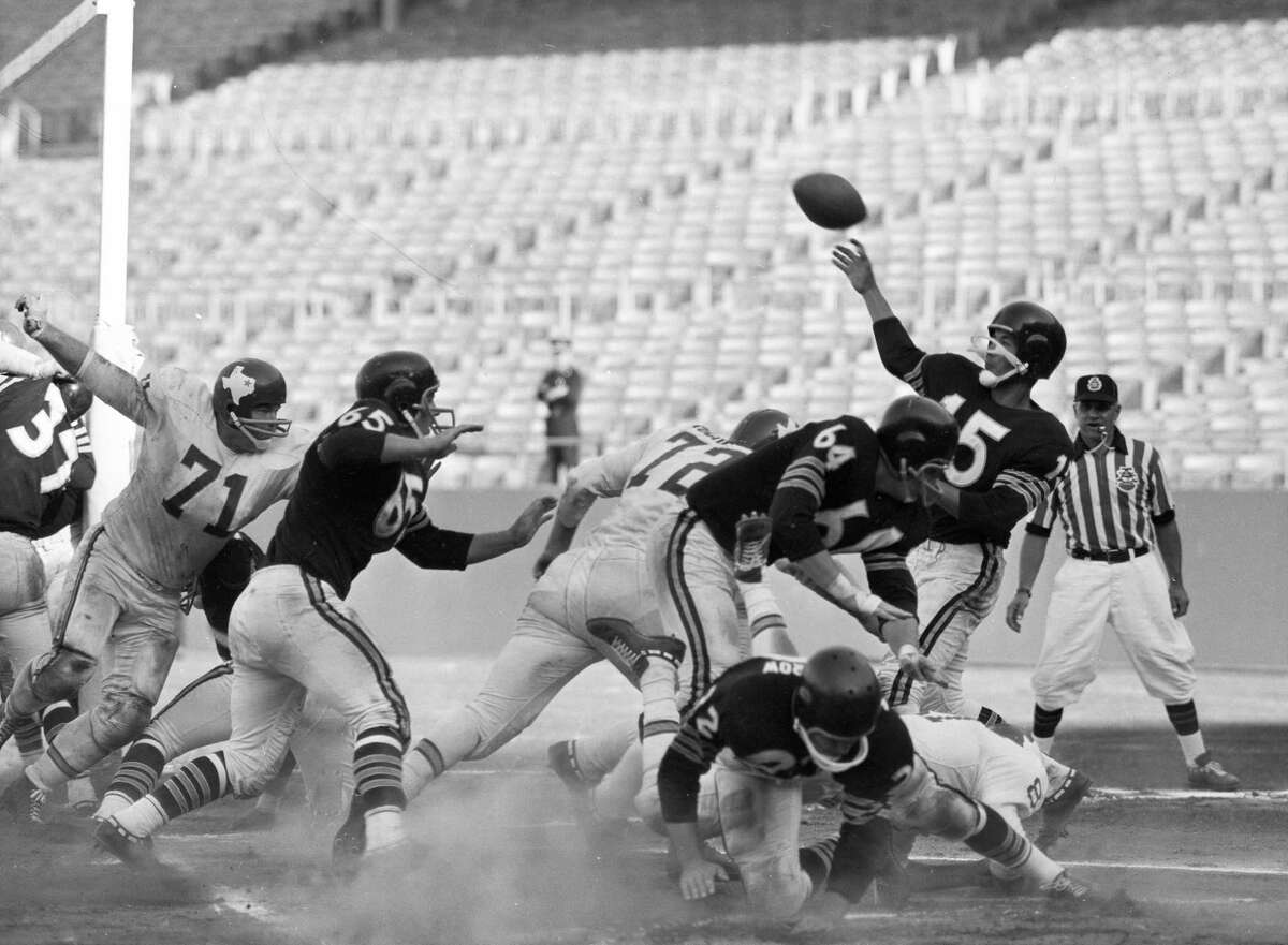 Oakland Raiders quarterback Tom Flores passes the ball during a game against the Dallas Texans at Candlestick Park on Sept. 24, 1961.