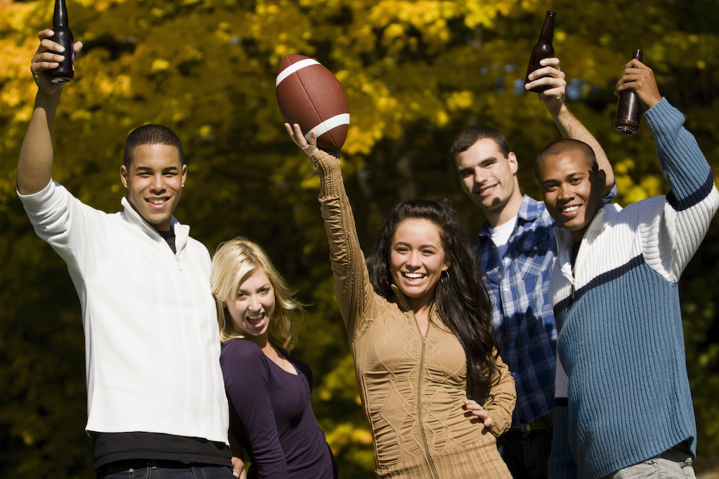 If you're planning on gathering with a few friends, you should consider setting up an awesome Super Bowl watch party outdoors.