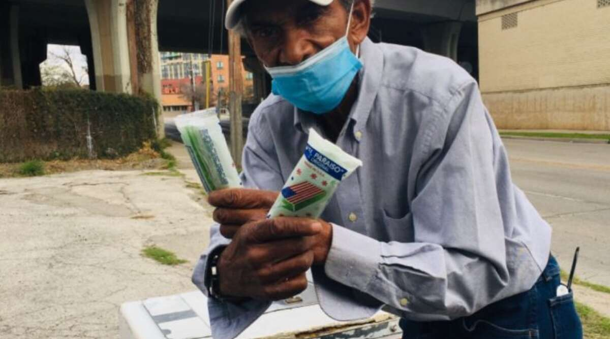 A group of online donors surpassed a $1,500 goal in five hours and are now pushing towards $2,500 to gift a man known for peddling paletas near the Pearl, throughout unfavorable weather conditions and now, the coronavirus pandemic.