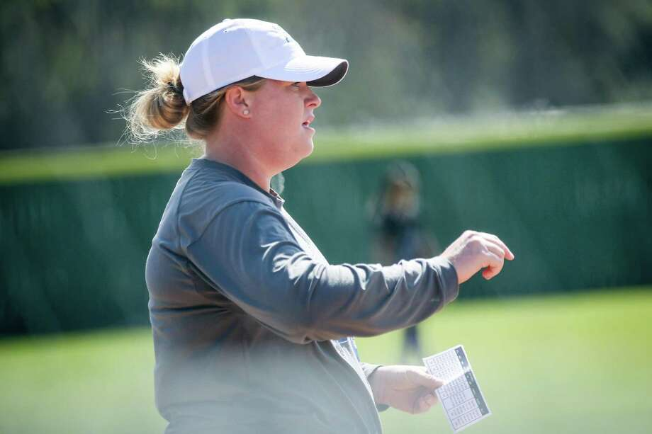 New Caney head coach Anna Whiddon, shown here in 2018, is looking to lead the Lady Eagles back to the playoffs. Photo: Michael Minasi, Staff Photographer / Houston Chronicle / © 2018 Houston Chronicle
