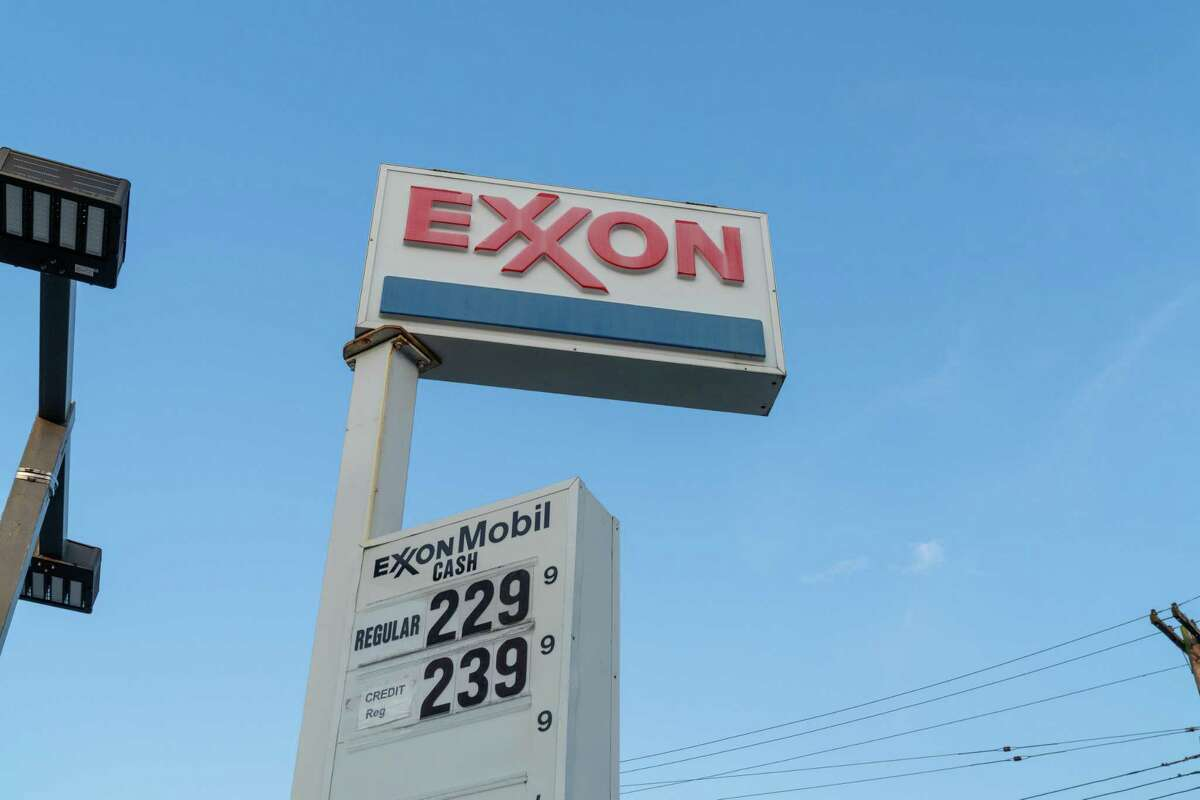 Exxon on Tuesday joined other large oil companies in reporting losses in the fourth quarter.
