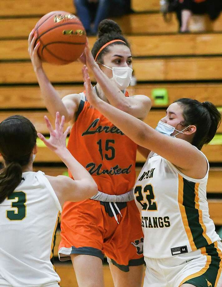 Bella Lopez and United won 86-39 Tuesday at Nixon to improve to 9-1 in District 30-6A. Photo: Danny Zaragoza /Laredo Morning Times