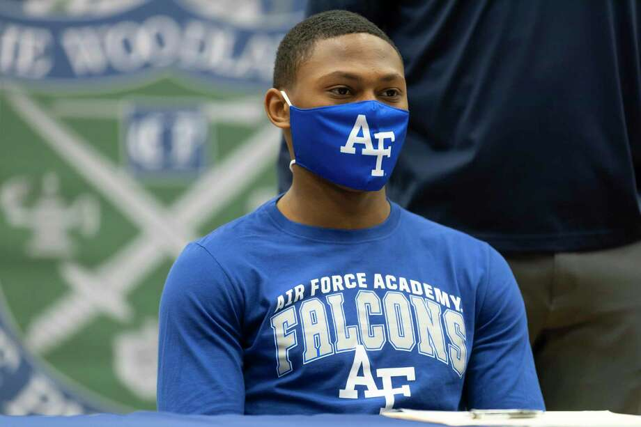 Curt Evangelister wears a Air Force Academy face mask during National Signing Day at The Woodlands College Park High School, Wednesday, Feb. 3, 2021, in The Woodlands. Photo: Gustavo Huerta, Houston Chronicle / Staff Photographer / Houston Chronicle © 2021